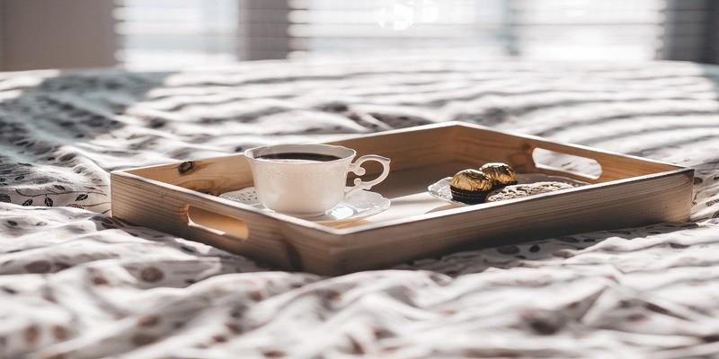 vassoio-letto-colazione